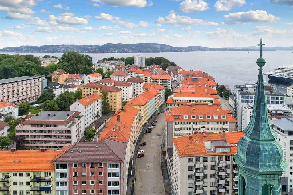 The address of the apartment is Strandgaten 207 witch is  located on the small and idyllic peninsula of Nordnes ca. 7 min from the city center