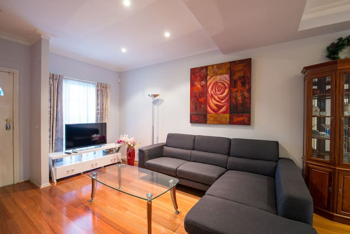 Central of Box Hill, escape from the crowd  3bd+2b - Box Hill - Casa adossada