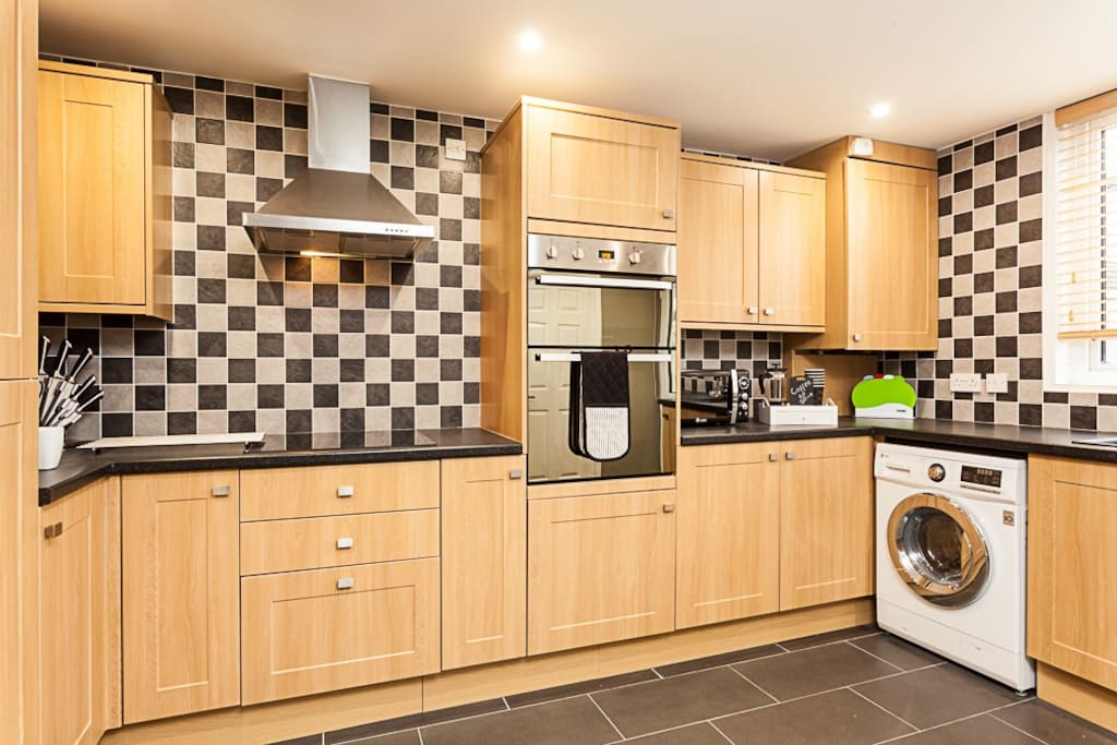 Spacious kitchen to cook up a special supper