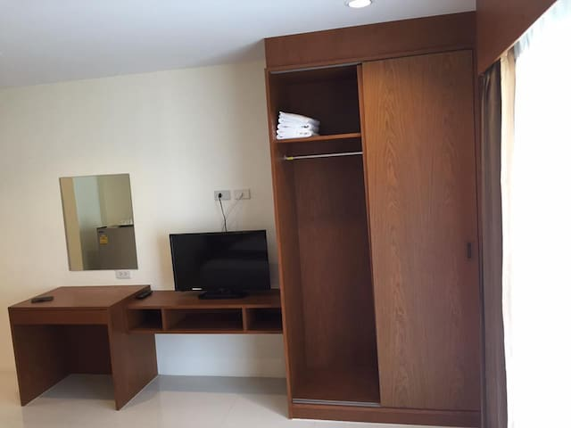 Monthly1Double Apartment by Dee Dee MansionAirport