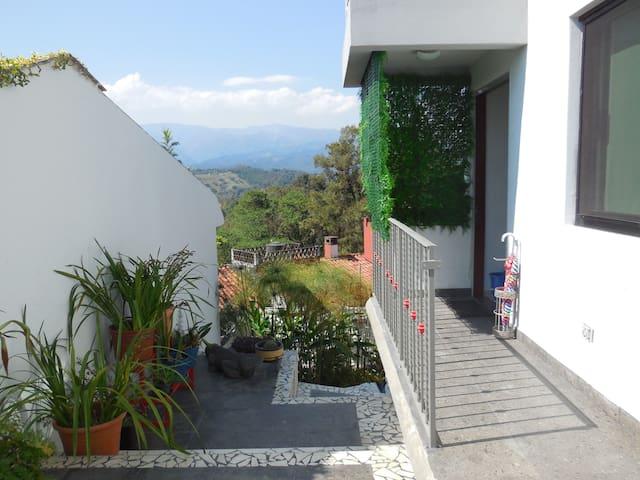 Habitaciones amuebladas como para sentirte en casa - Xalapa - Bed & Breakfast