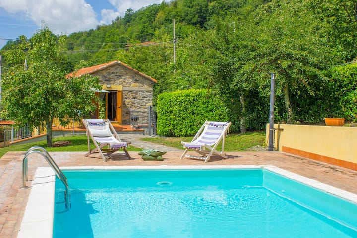 Villa del Melo with pool and lovely sunny terraces