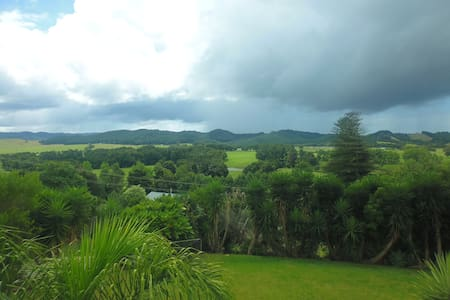 Rural peace and quiet with sweeping country views - Whangarei - Hus