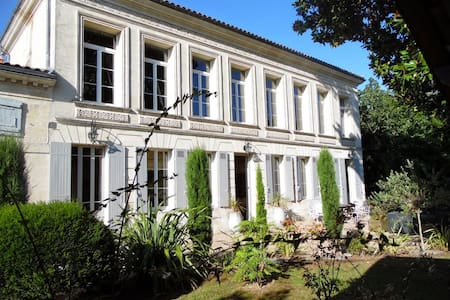 Historic villa with sunny pool - Bourg - 別荘
