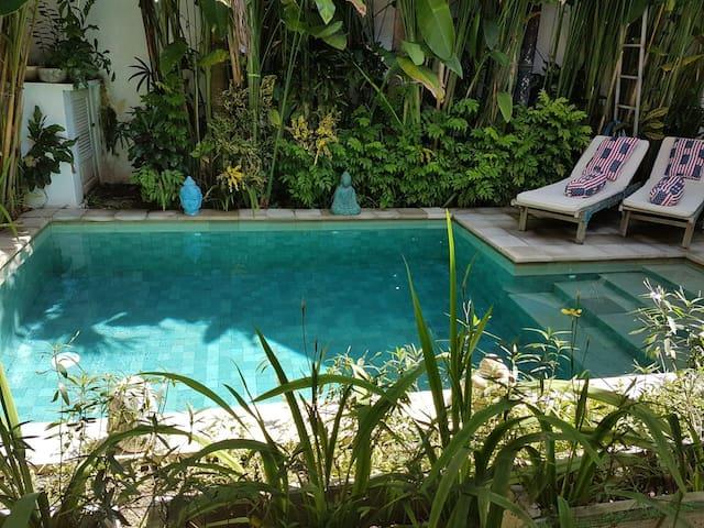 Cozy Triple room priv bathroom Villa Lotus Sanur 1
