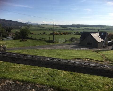 Farm Cottage Mochras *Stunning Location*