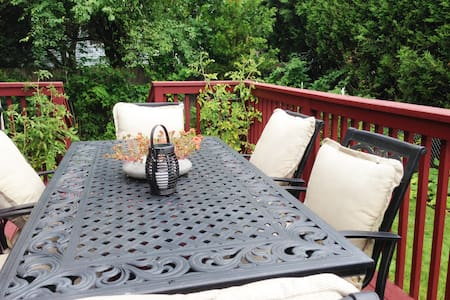 A quiet & comfortable room in secret garden - Portland