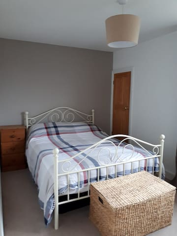 Private cosy double room near Gatwick airport