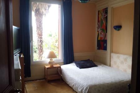 Chambre  dans maison  de charme proche Paris - Orsay - Huis