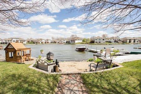 Lakehouse: near Omaha airport, Creighton, and UNMC
