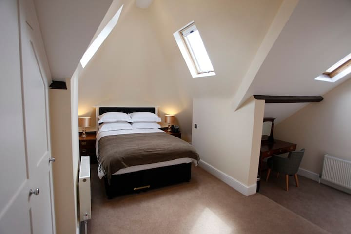 Fully Serviced Loft Townhouse Apartment