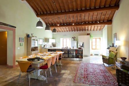 BnB Radicondoli spacious apartament - Radicondoli - Hus