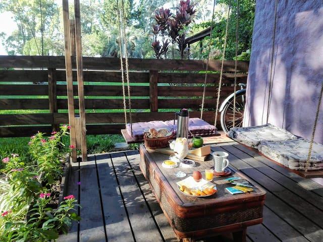 Desayuno completo es otro servicio adicional que ofrece Las Violetas. Todo casero elaborado con productos regionales