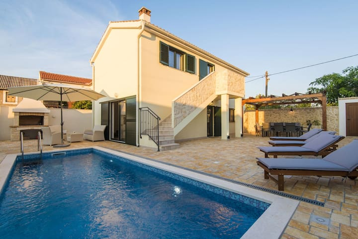 Brend new villa with private pool, fenced garden, nice covered terrace, BBQ
