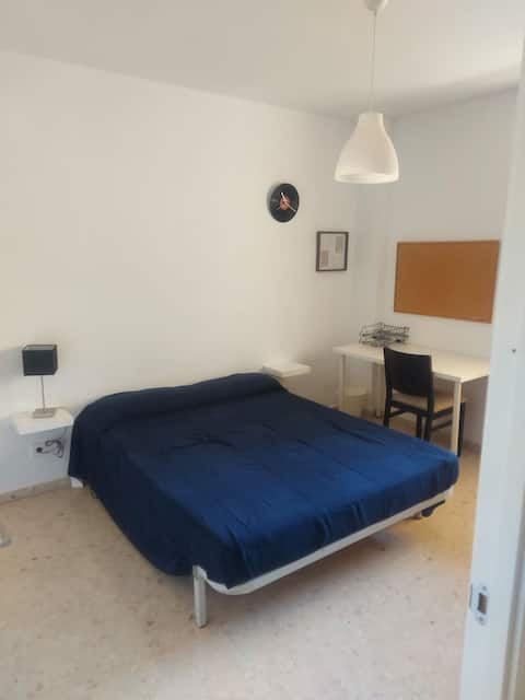 "Habitación doble en piso compartido,""RIBERA ROOM"", zona CENTRO"
