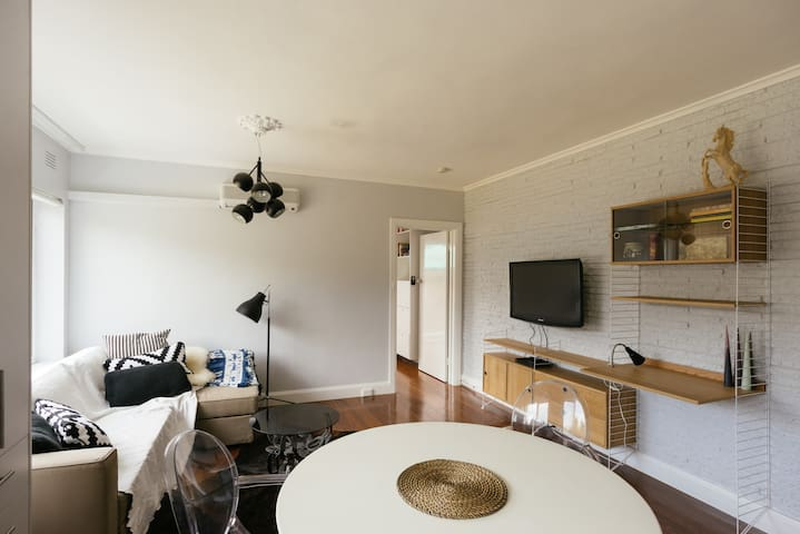 Airy space sleeps 4 WIFI Parkville - Parkville - Byt