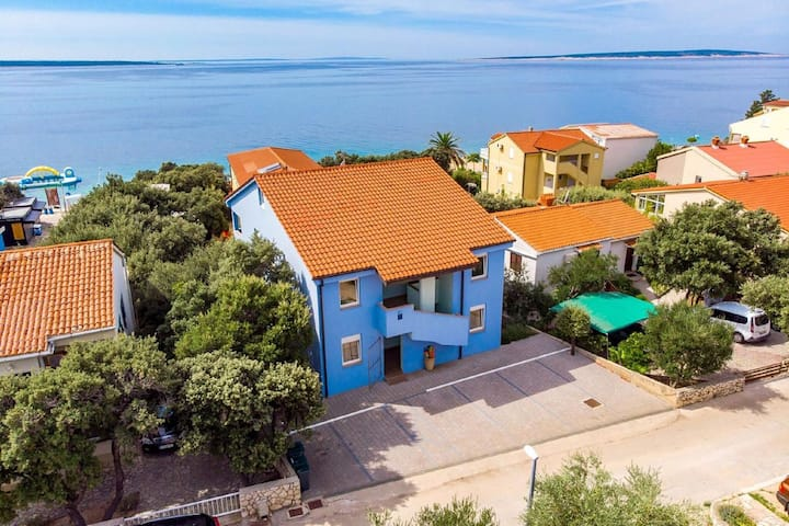 Seaside Apartment in Mandre with Barbecue