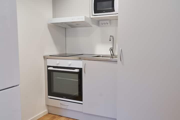 2 bed studio-kitchen-wifi-bathroom-keyless (2010)