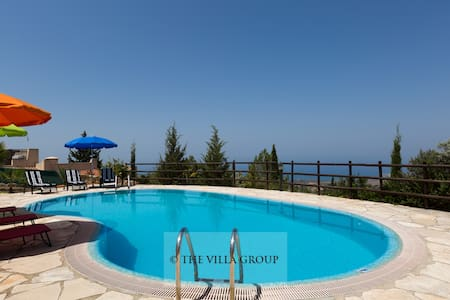 Comfortable 3 bedroom villa with stunning views - Tala