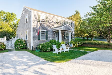 Edgartown Beauty--In Town and Close To Beaches