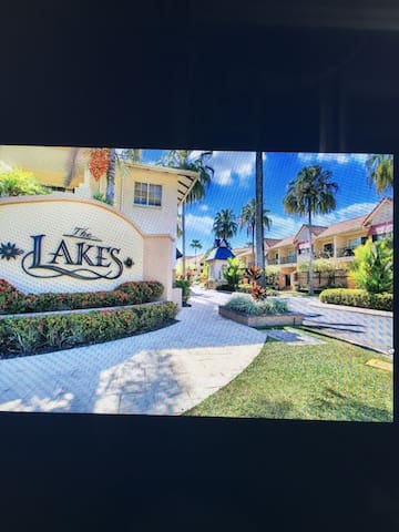 3 brm Apartment in the world famous 'Lakes Resort' - Cairns North - Lejlighed