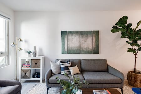 Sunny Upscale Apt by Whole Foods