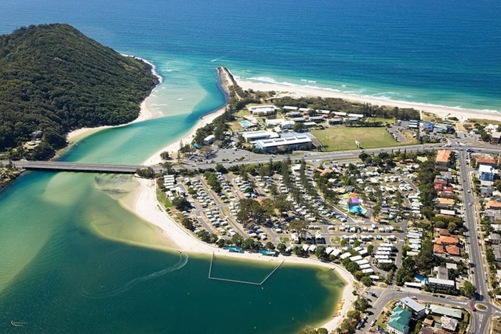Located off the Tallebudgera Canal
