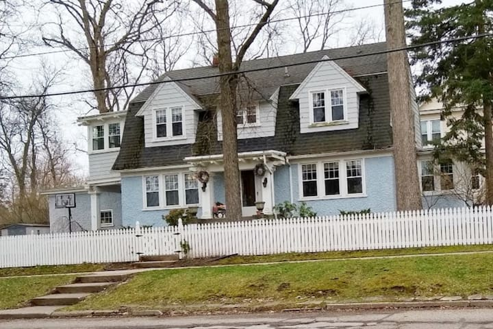 Large Historic Home Downtown Hillsdale