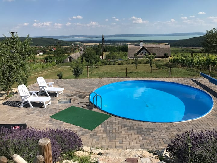 House with beautiful lake view in Balaton Felvidék