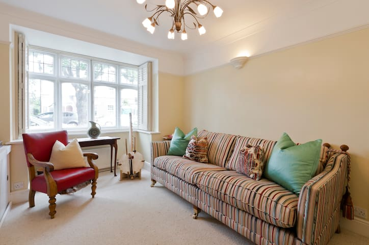 House: river, parks, airport, Richmond, Hampton - Teddington - House