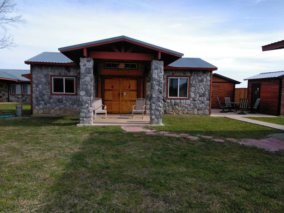 Rock house resort rustic cabin lake texoma houses for for Lake texoma cabins with hot tub