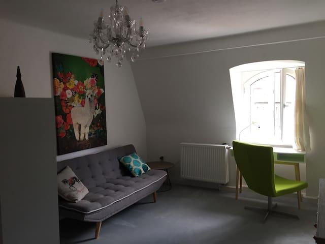 1 Zimmer Apartment   ,Ma Jong' City Bayreuth