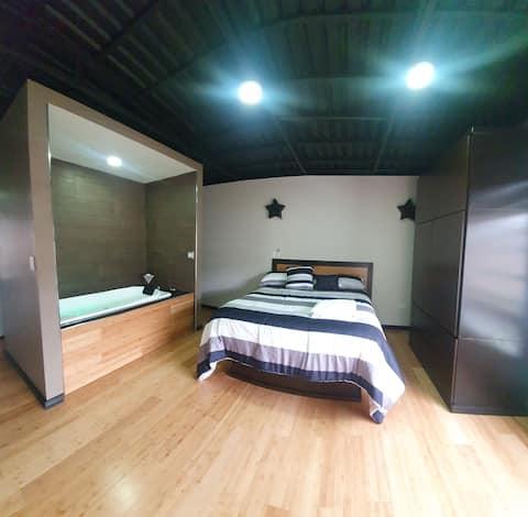놀라운 로프트 스타일의 아파트 (시설이 갖춰져 있습니다).