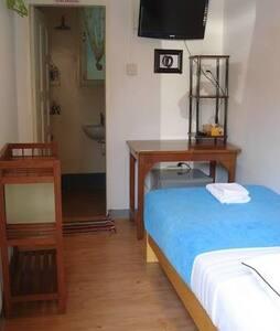 Bike World Guest House-Gear Room - Yangon - Bed & Breakfast