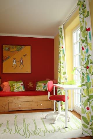 Cheerful room in beautiful house - มิวนิค - วิลล่า