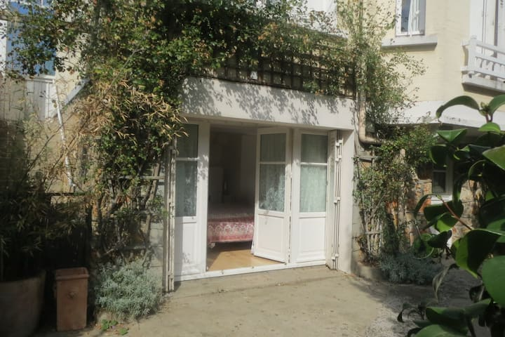 Appartement indépendant dans villa au calme.