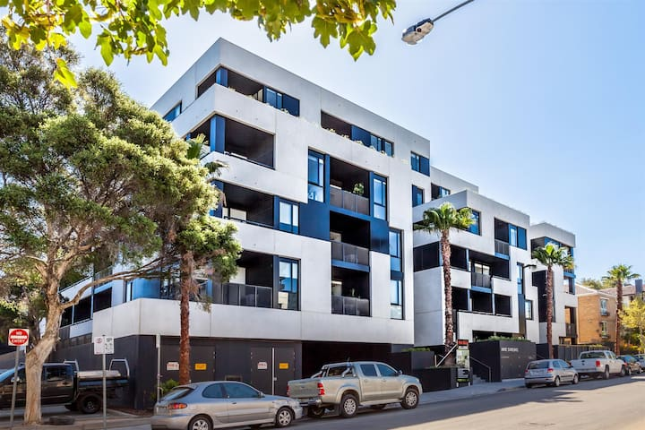 Awesome 1 Bed unit BEST LOCATION IN BEST SUBURB - South Yarra - Lägenhet