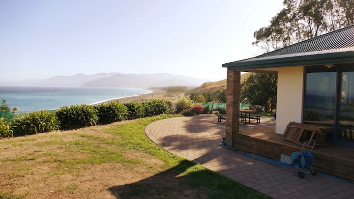 Limrock, Kaikoura Home with a View