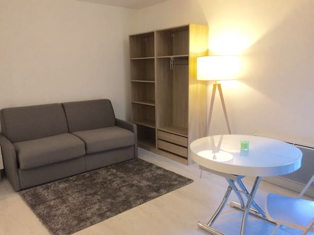 1 bedroom appartment and its small terrace - Courbevoie - Apto. en complejo residencial