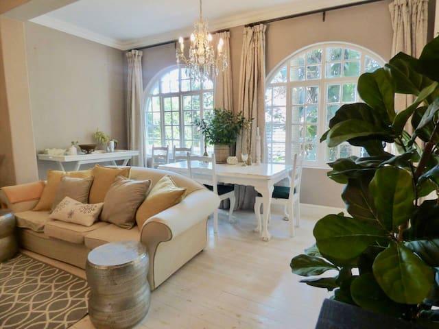 Charming Quiet Garden Apartment Off Florida Road