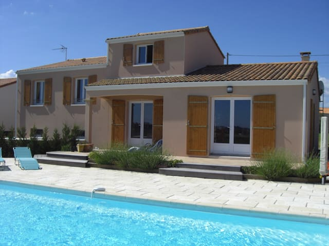 Vendee Holiday Villa with pool - Saint-Germain-l'Aiguiller - Hus