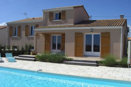 Vendee Holiday Villa with pool - Saint-Germain-l'Aiguiller - Haus