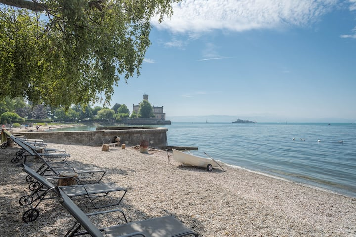 "Beautiful, modern holiday apartment  ""EG2"" in ""Heinemann Guest House"" Directly on Lake Constance with Lake View, Mountain View, Wi-Fi, Balcony & Garden; Parking Available"