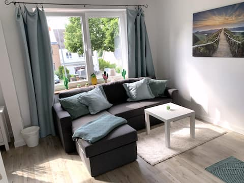"""Bella Verde"" Helle, moderne Studiowohnung /Balkon"