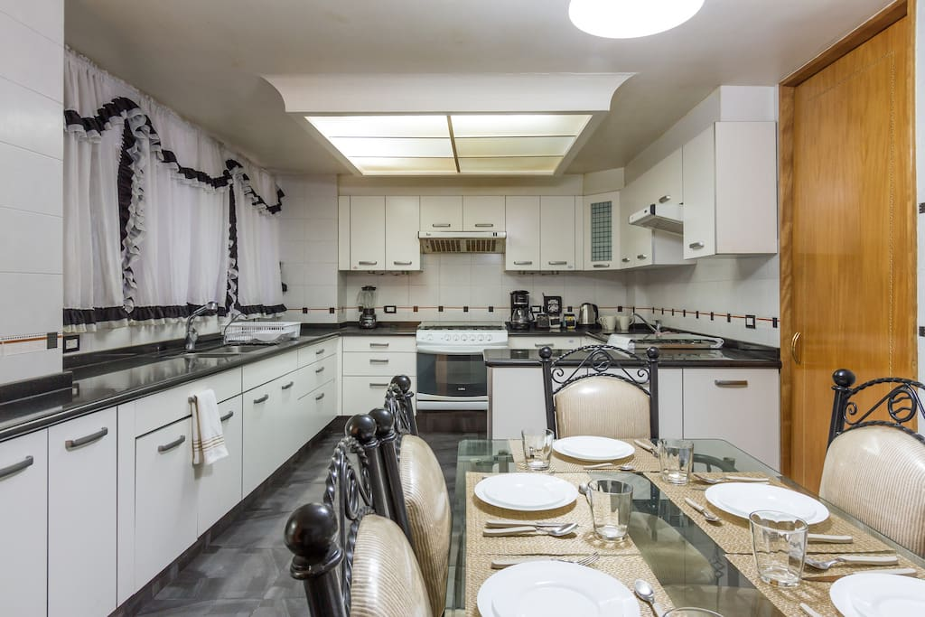 Modern Fully Fitted Kitchen