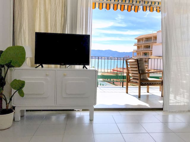 Seaview apartment, 50m from the beach