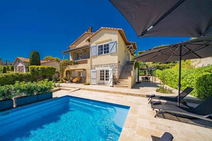 JdV Holidays Villa Aubrieta, within walk to town