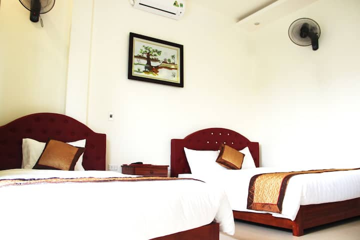 Deluxe Twin  room in Halong Bay (Cong Nga Hotel)
