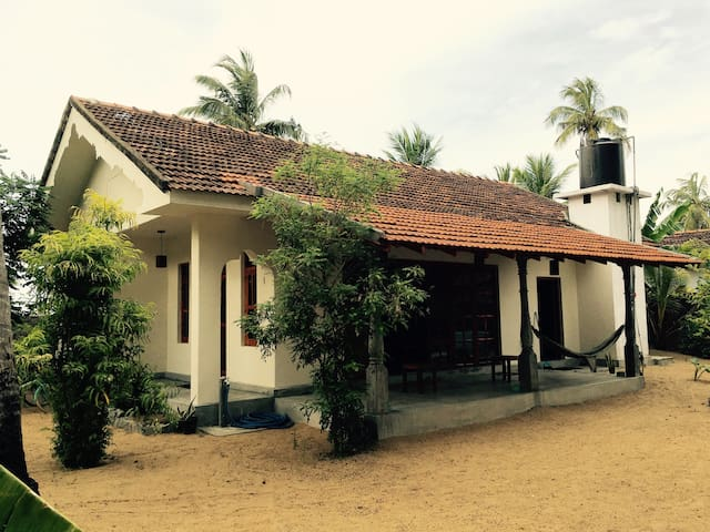 little lagoon - Arugam Bay - House