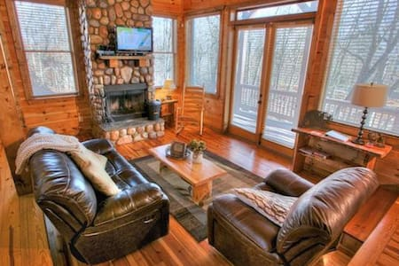 Cozy Cabin with a Hot Tub and Game Room - Cleveland - Lainnya